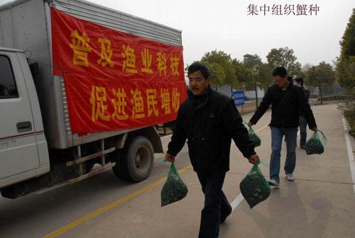 江苏省海门市组织渔业科技入户科普大篷车活动